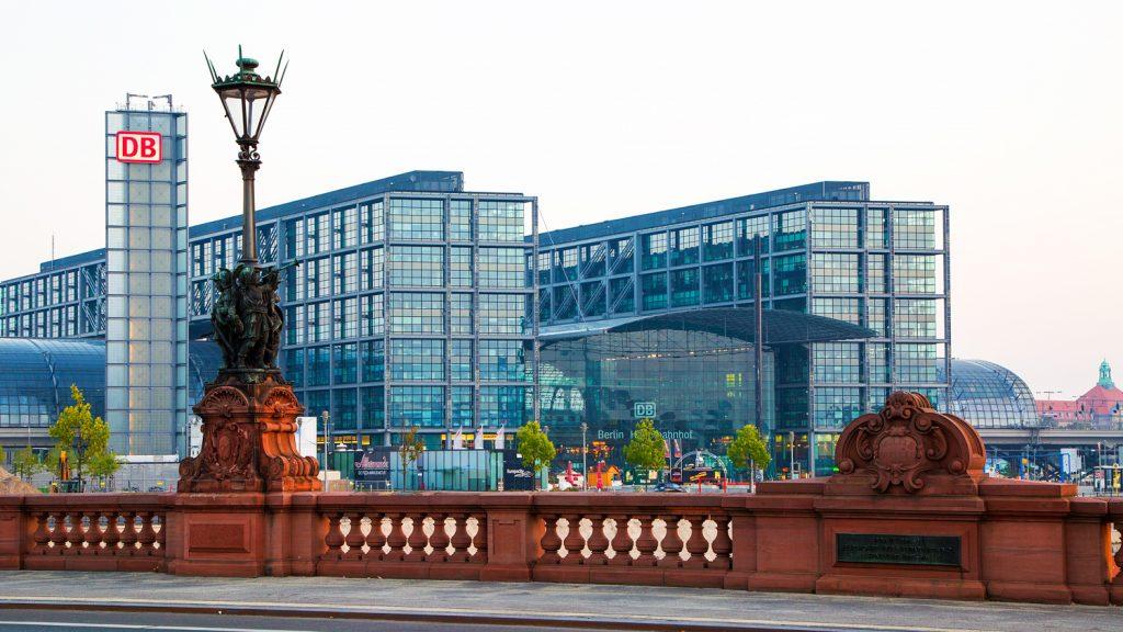 lg BerlinerHauptbahnhof BerlinCamera