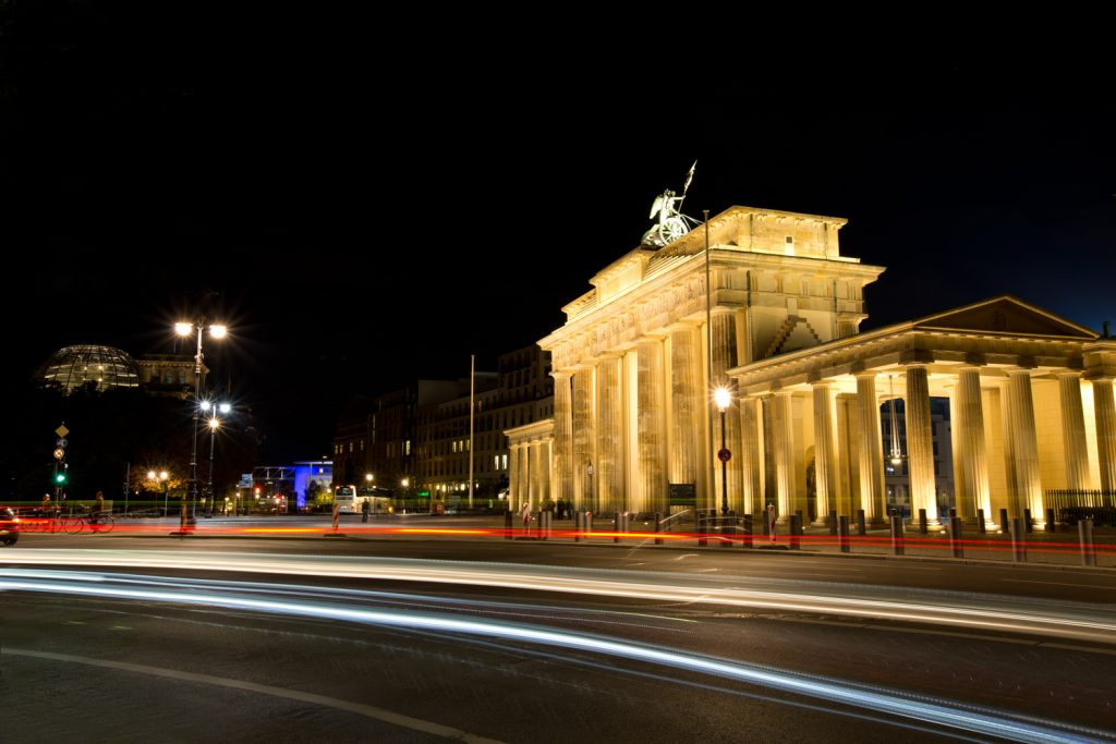 lg BrandenburgerGate Night BerlinCamera
